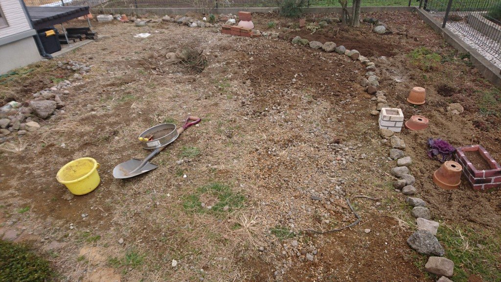 宅地_石たくさん_庭づくり_たくさん_ガーデニング